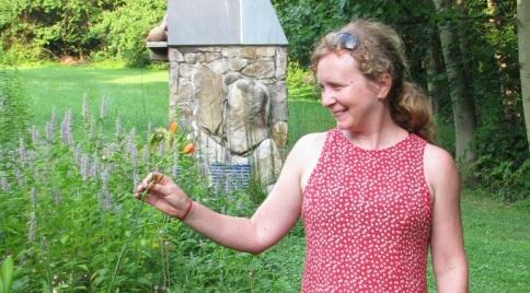 molly-cropped-in-garden